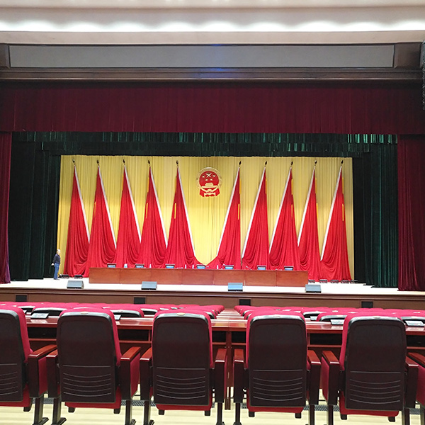 会议幕及红旗